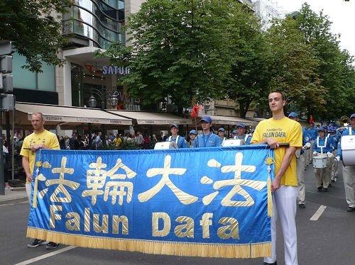 德国杜塞尔多夫盛大游行 民众声援法轮功