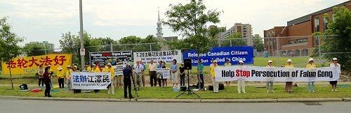 加政要中使馆前声援法轮功反迫害