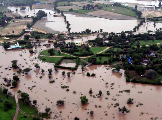 印度洪灾致逾200人死亡