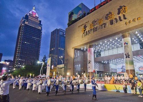 台灣法輪功團體受邀參加世大運嘉年華遊行