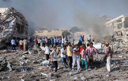 闹区被炸成废墟 索马利亚首都爆炸189死